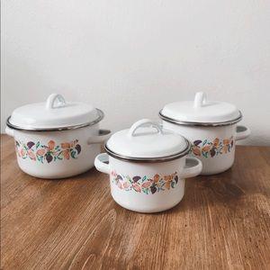 Vintage cook pot set